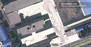 办公大楼在工厂的右边